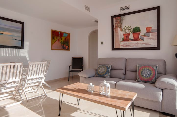 Beautiful Brand New Apartment in Calanova