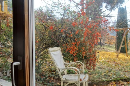 Grosses Zimmer im Chalet mit Garten in Dornach