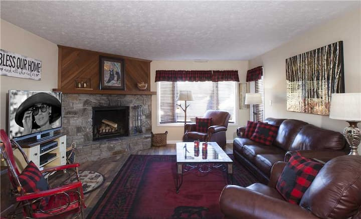 Juniper #6 - Chetola Resort 1BR Condo within Walking Distance of Main Lodge, Spa, Recreation Center/Heated Indoor Pool, and Timberlake's Restaurant