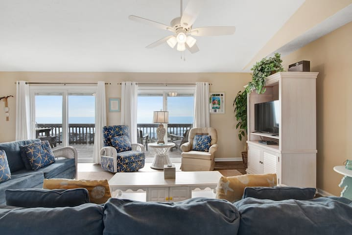 Beautiful waterfront home w/ furnished patio & direct beach access