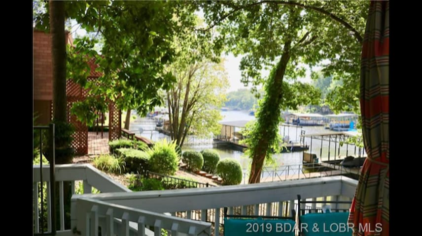 Private Lake Front 3 Bedroom House In Quiet Cove