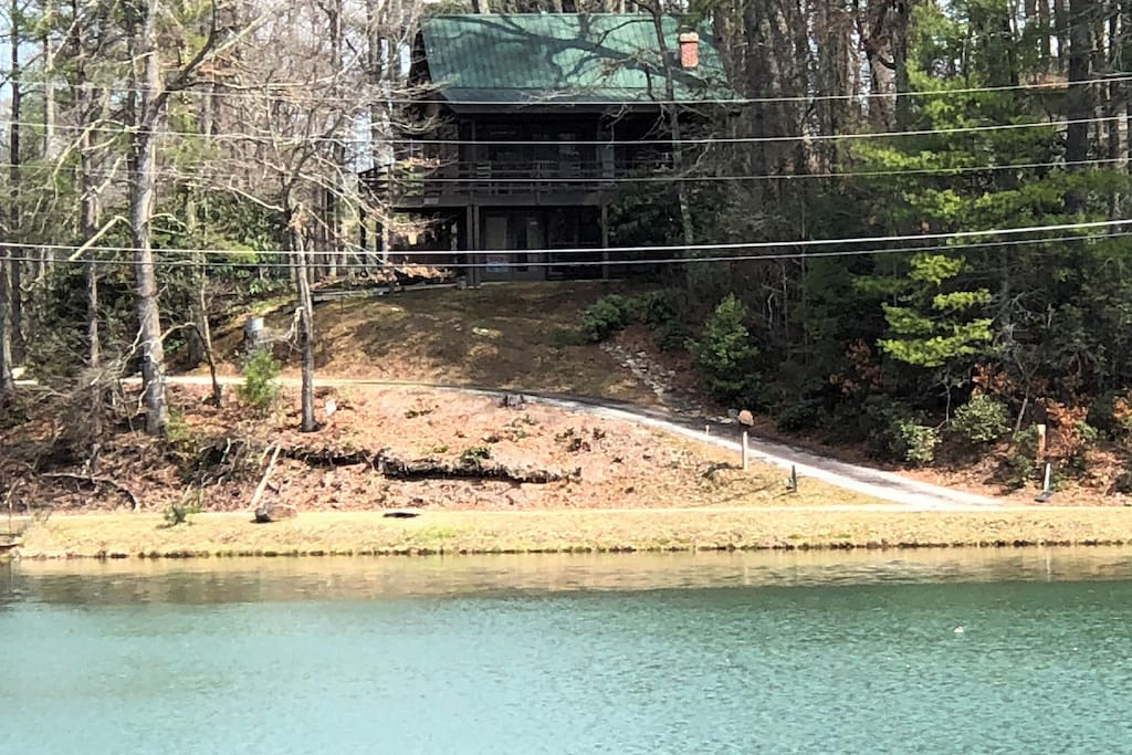 You'll love staying in this lakeside cabin, hearing the water rushing over a spillway while looking out at the beautiful Northeast Georgia mountains.