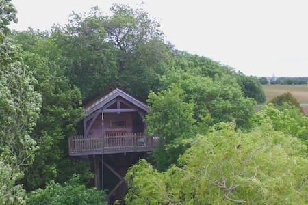 cabane perchée de Leuze - Saint-Sornin - Lombház