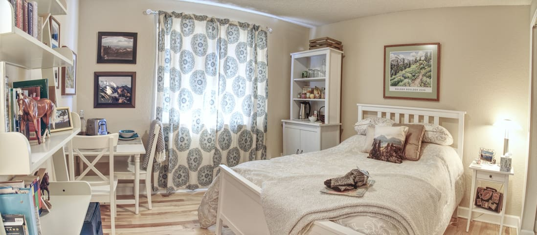 Cozy, Bright, and Spacious Room with Breakfast - Boulder - Kondominium