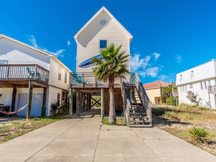 Private Beach Home in Navarre Beach. Short Walk to Sand. Pet Friendly!