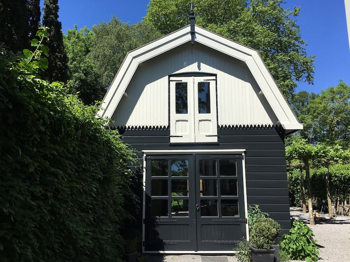 Charming renovated carriage house