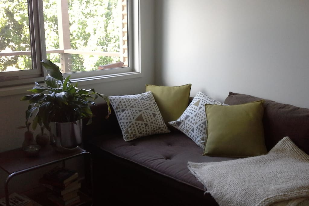 2nd living area upstairs - Divan