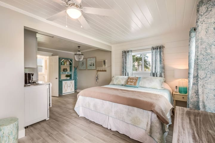 Sandpiper Suite at Driftwood - One Bedroom Resort, Sleeps 4