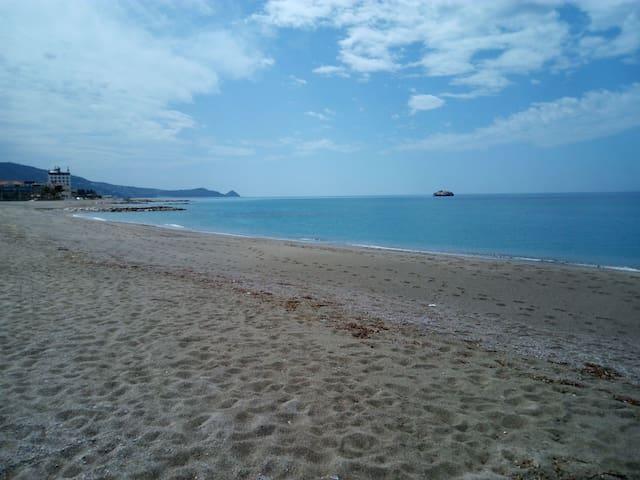 La tua vacanza sul mare, fronte isole eolie. - Brolo - Appartement
