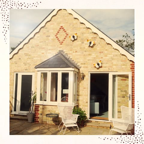 Boutique Garden Guest Cottage Cambridge CB4 2AW UK - Cambridge - House