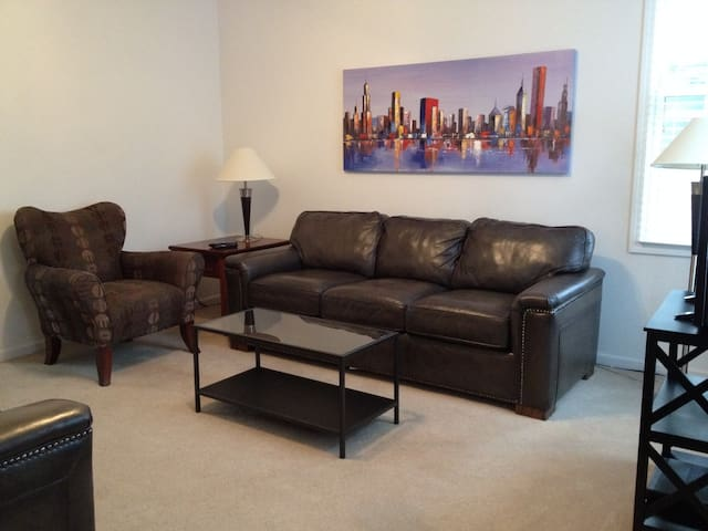 Living room - Comfy seating for six