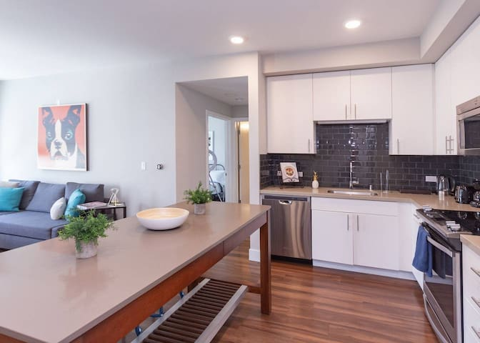 Kasa | Santa Clara | Sophisticated 2BD/2BA South Apartment