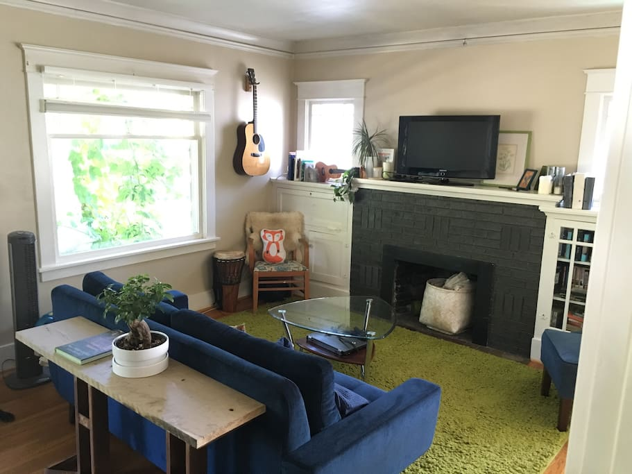 Living Room, feel free to play guitar or ukulele. We also now how a piano for you!