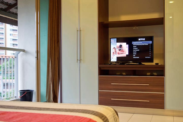 *NETFLIX & FIBRE OPTIC WIFI* Cosy Damansara Studio