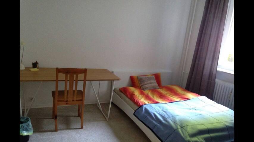 Room in Hamburg close to Airport, UKE and Arena