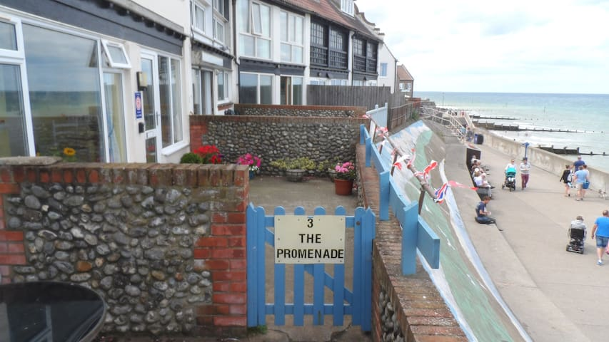 3 The Promenade Sheringham Norfolk NR268LS - Sheringham - Apartment