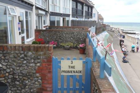 3 The Promenade Sheringham Norfolk NR268LS - Apartment
