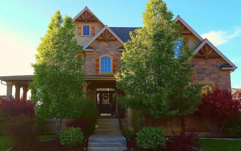 Exec Cottage Full House walkout apt - Mapleton - Hus