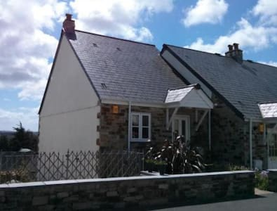 4 Bedroom house, valley views and patio garden - Lostwithiel - Casa