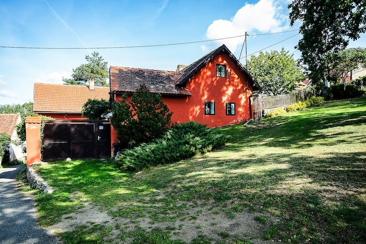 Rusty's Retreat-Cozy cottage one hour from Prague