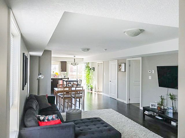 Private bedroom at 800 meters from Fairview Mall!