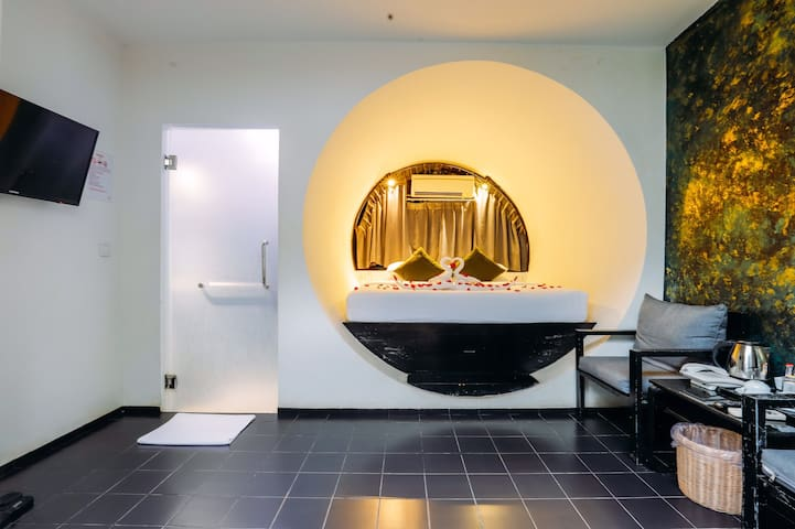 Ring Hotel with Pool View + Pick Up with Breakfast