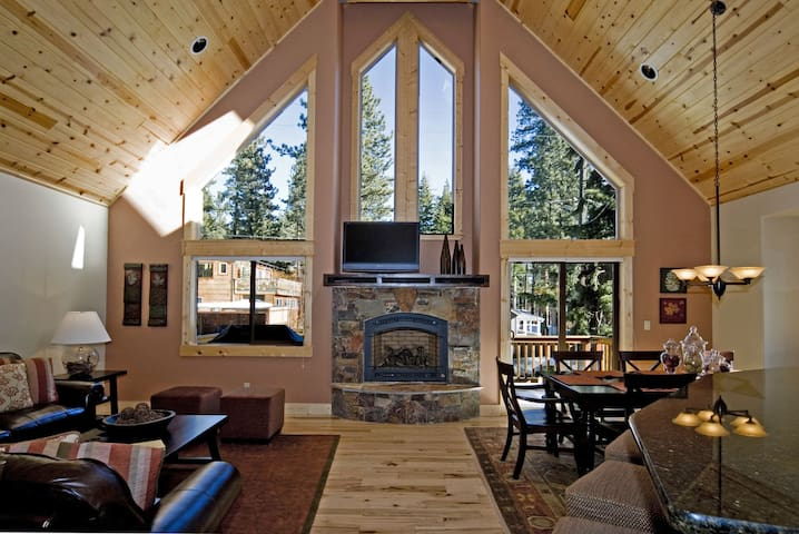 Red Cedar - Updated + Walk to downtown Tahoe City