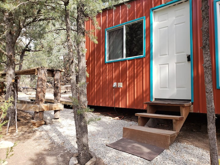 Beautiful Tiny Home; 6 Acres; Mountain Foothills