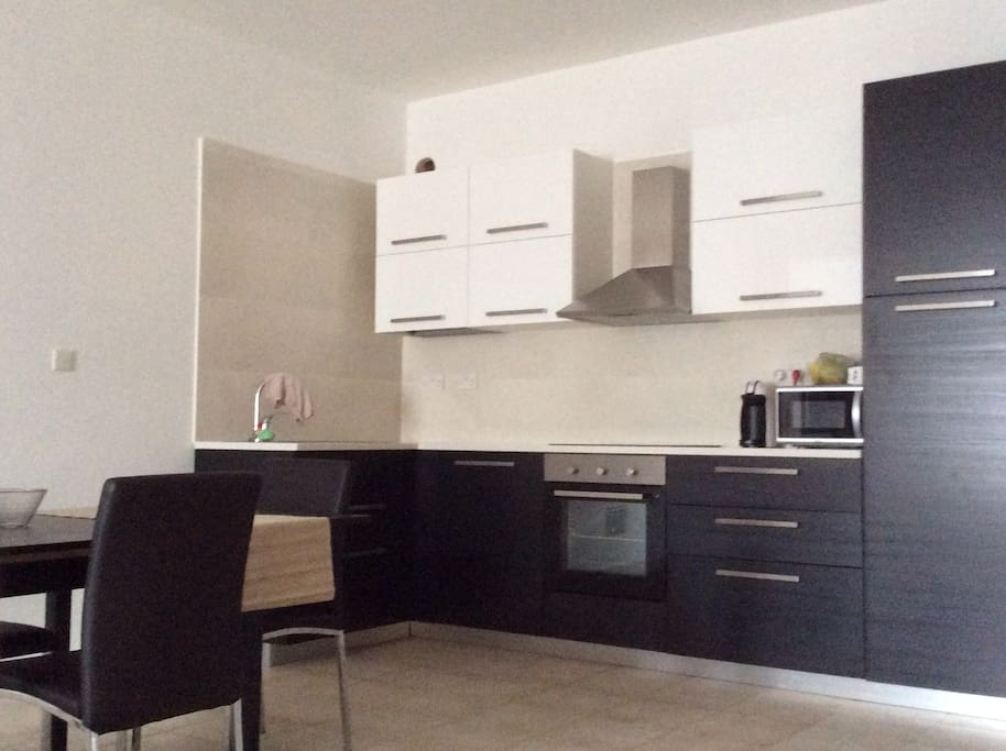 Kitchen, with dishwasher, coffee machine and all amenities needed for a comfortable stay
