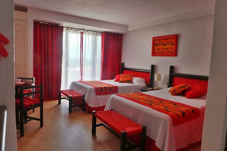 PROPERTY ON THE BEACH. NEWLY RENOVATED SUITE - Cancún