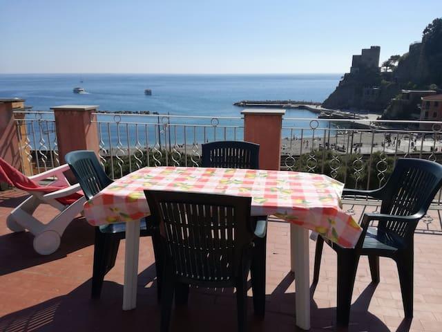 Monterosso: bilocale con terrazza panoramica
