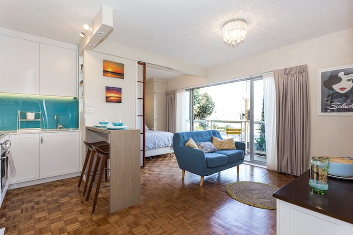 Stunning St Kilda studio with awesome beach views