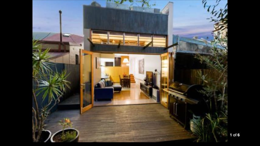 2 bedroom terrace with courtyard - Leichhardt - Huis