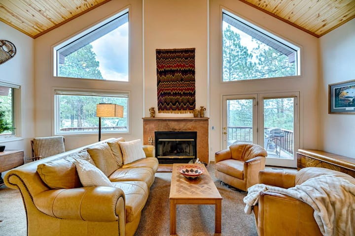 BRAND NEW LISTING! Closest stay to Wolf Creek Ski! Large Deck In The Pines! Sleeps 8