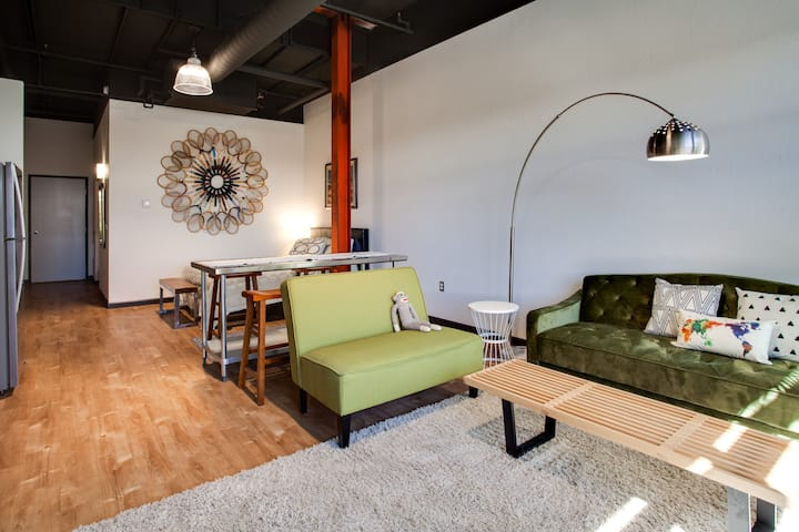 Modern Loft Apartment in 505 Central (Loft 310)