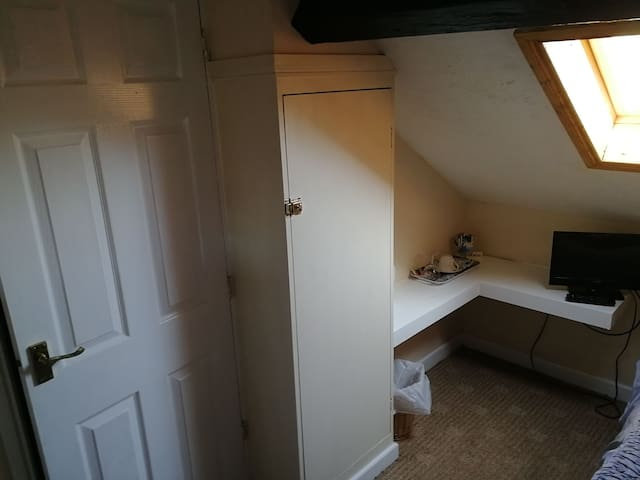 Cosy attic single ensuite in guesthouse.