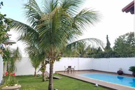 Linda Casa Com Piscina Próximo ao Praia Clube