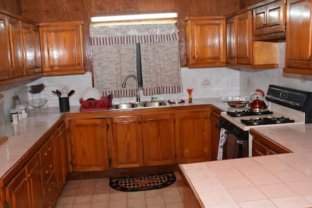 Maggie's  Guest House/10 Min Walk to  City!   W/AC