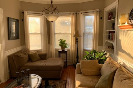 Bright, Sunny Apt North of Boston