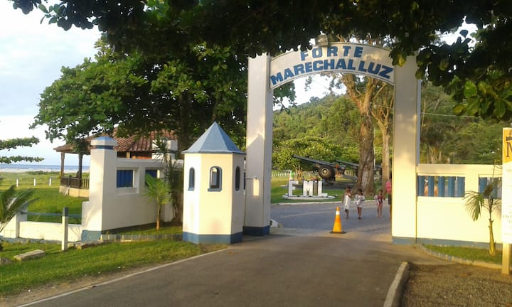 QUARTO2 SUITE CASAL -PRAIAS FORTE E ITAGUAÇU-SFS
