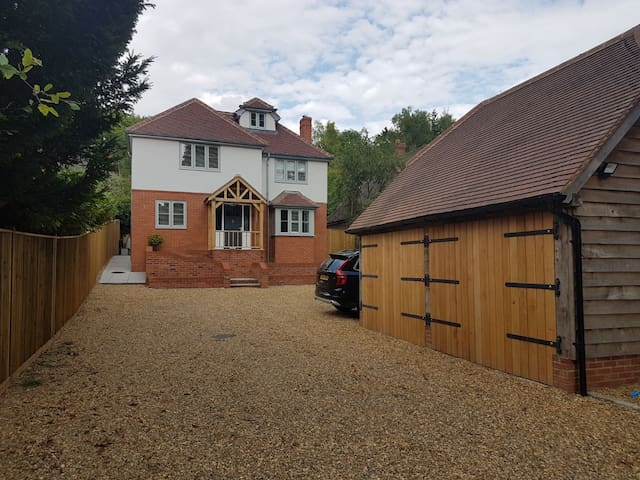 Stunning 5 bed detached near Henley-on-Thames