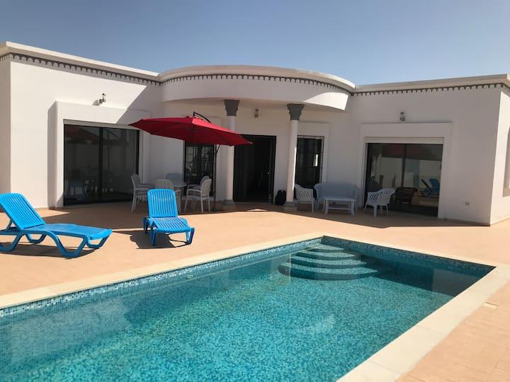 Location villa Djerba piscine alarme maison