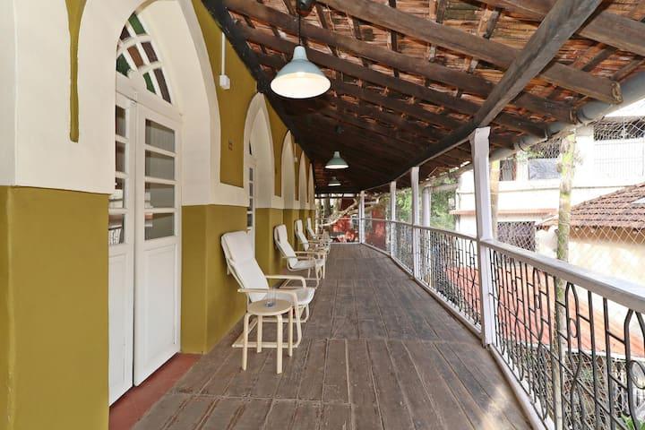 OYO-Cosy 1BHK Abode, Miramar Beach (Lowest Priced)⬇