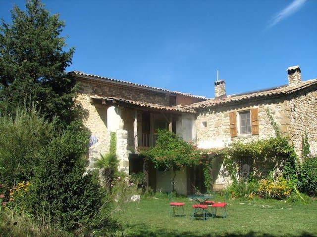 maison avec terrasse et jardin - Rosans - House