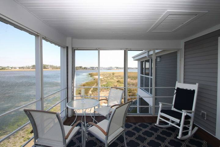 Breathtaking Bay Views! Pool, 2 Kayaks. Immaculate 2nd Floor Condo w/Free Golf, Water Park and More!