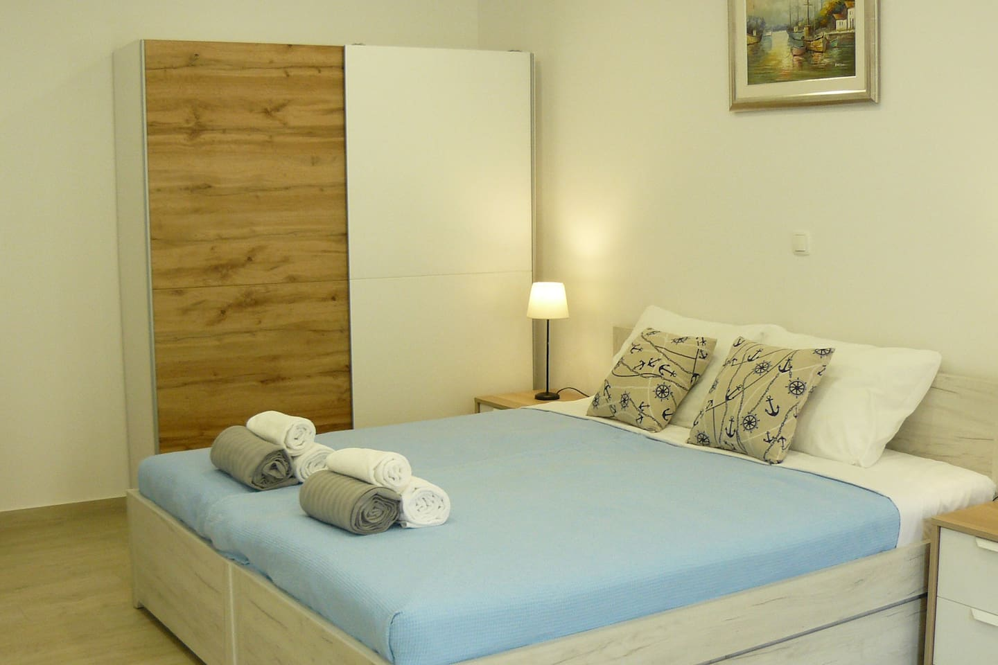 Sleeping area: king size bed