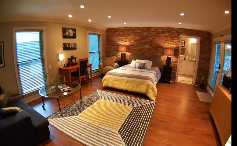 Upscale renovated 2 BR apt, private and safe!