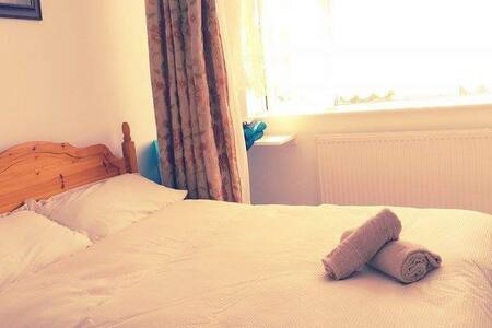 Peaceful room in a clean house 2 - Shooters Hill
