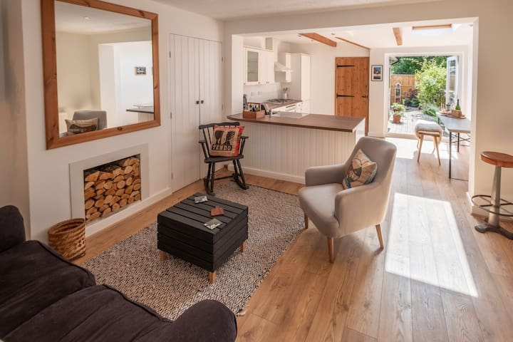 Lindfield Common - newly renovated holiday cottage