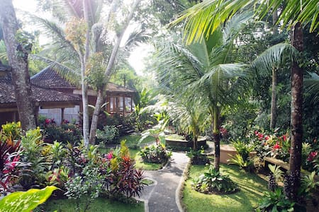 Сomfortable villa on the outskirts of the jungle - Ubud - Mökki